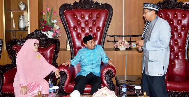 (Ramah-Tamah Bupati & Ust. M. Subki Al-Bughury Photo : Faisol)