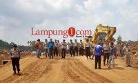 Polisi Amankan Eksekusi Lahan Di Jabung Lampung Timur.