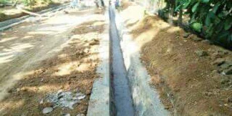 Desa Balerejo Bangun Drainase & Jalan