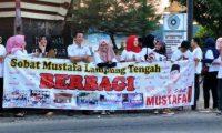 Sobat Mustafa Lamteng Bagikan Takjil Gratis Kepada Pengendara