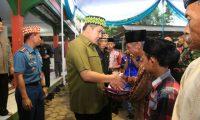 Gubernur Lampung Dan Bupati Pesawaran Memberikan Sejumlah Santunan