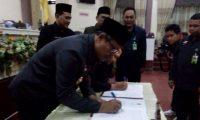 Hi.Samsul Hadi Menandatangani Nota Kesepahaman KUA-PPAS APBD-P Tahun 2017.(ADV)