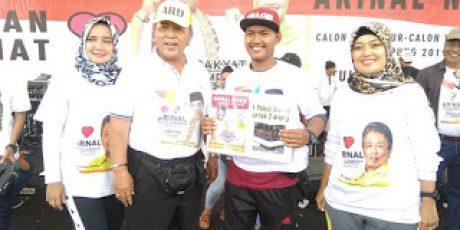Pemenang Hadiah Umroh Jalan Sehat Arinal-Nunik Umrohkan Kedua Orangtuanya