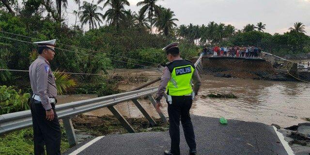 Hujan Turun Air Gunung Hantam Jalinbar Lampung Hingga Putus Total Sepanjang -+ 50 Meter
